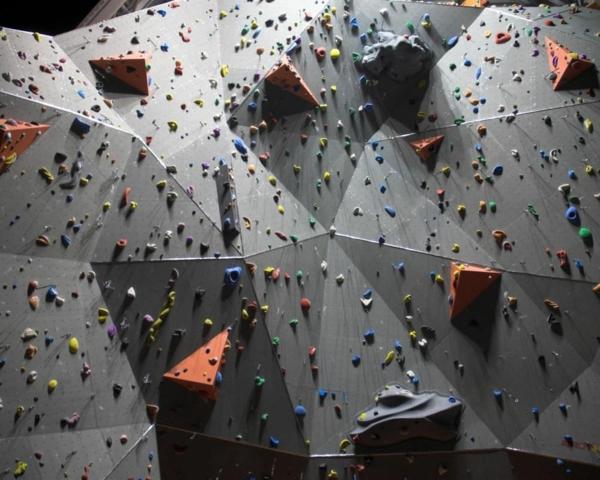 escalade-en-salle-mur-d'escalade