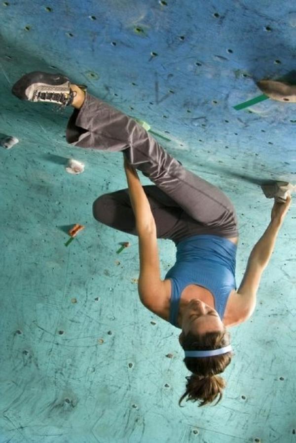 escalade-en-salle-position-verticale