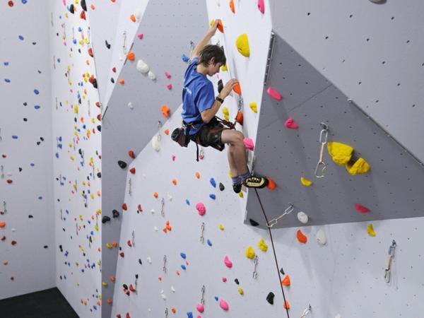 escalade-en-salle-sports-et-salles-de-gym