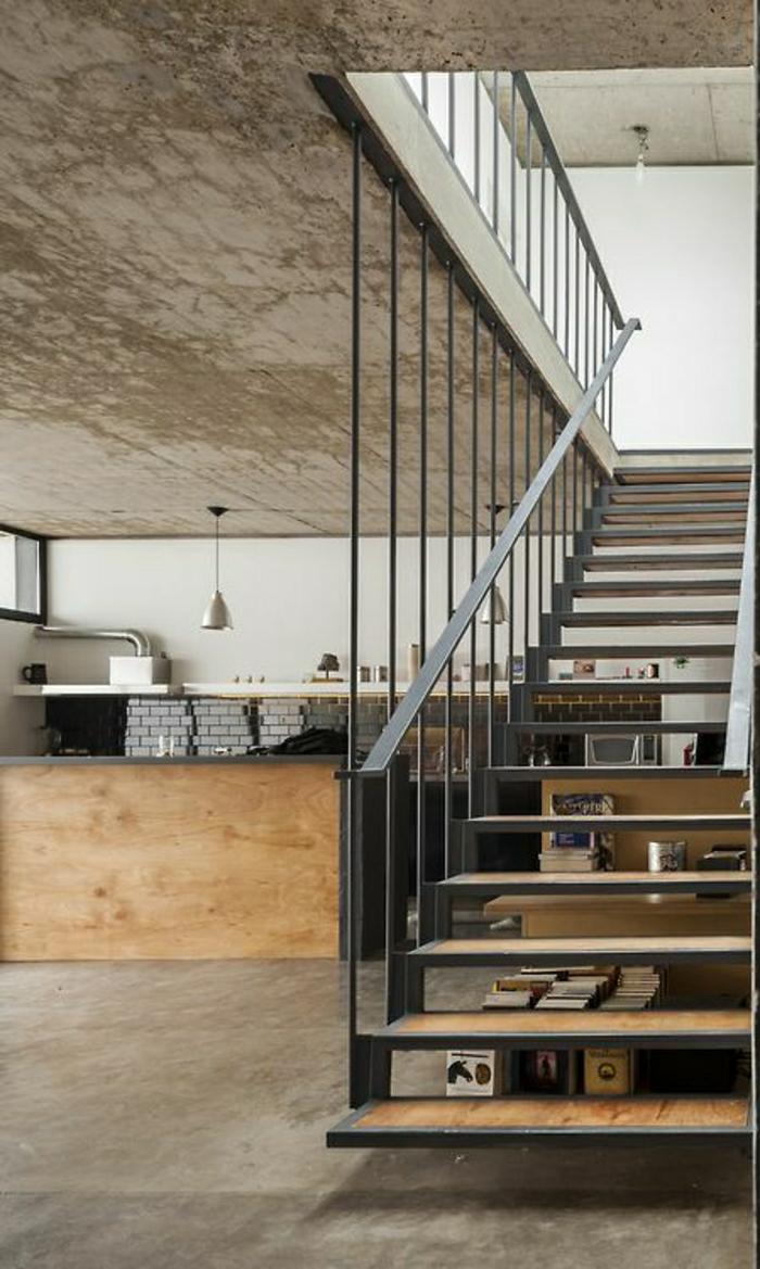 escalier-aménagement-industriel-sol-en-lin-escalier-en-fer-et-bois-salon-vaste