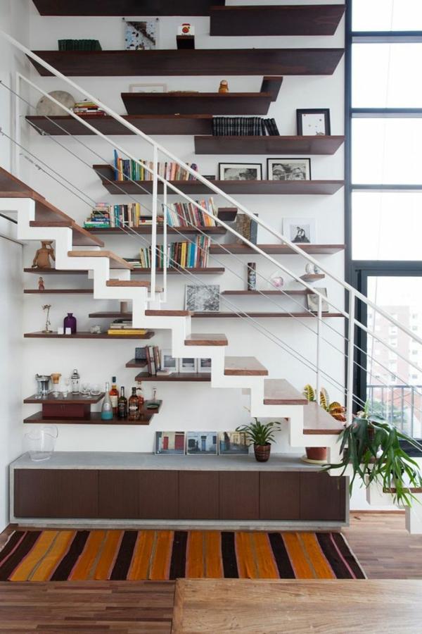 escalier-pour-mezzanine-étagères-murales-en-bois
