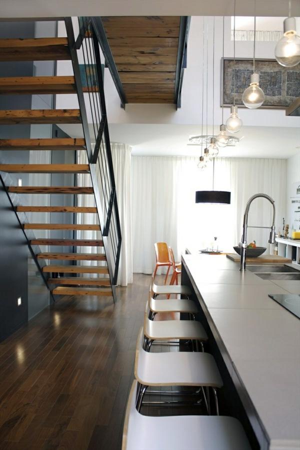 escalier-pour-mezzanine-au-dessus-de-la-cuisine