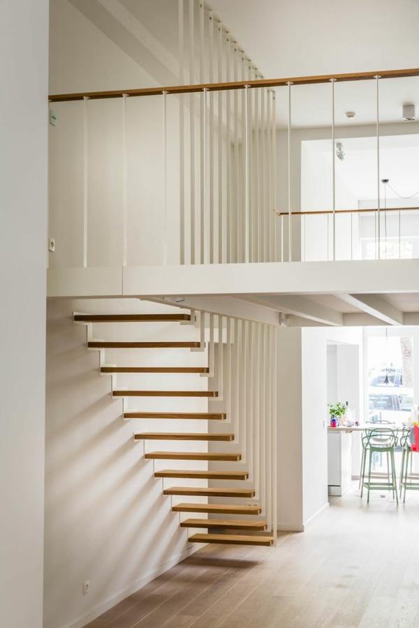 escalier-pour-mezzanine-escalier-flottant-en-bois