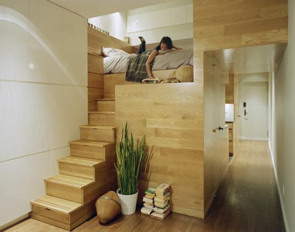 escalier-pour-mezzanine-menant-vers-un-lit-surélevé