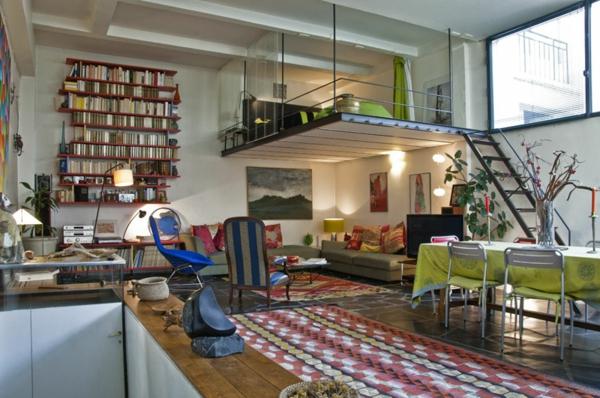 escalier-pour-mezzanine-tapis-multicolores