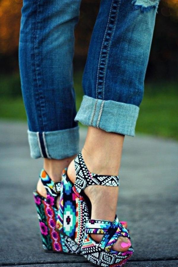 escarpine-compensé-a-talons-chaussures-colorés-mode-femme-ete