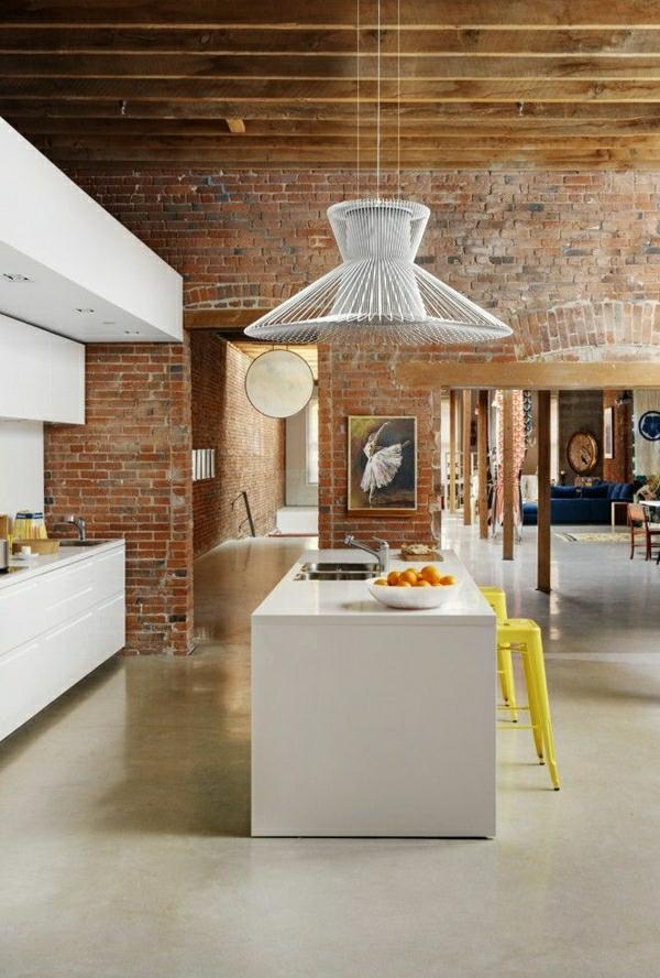 espace-vaste-mobilier-industriel-buffet-industriel-cuisine-mderne-bar-lustre-insolite