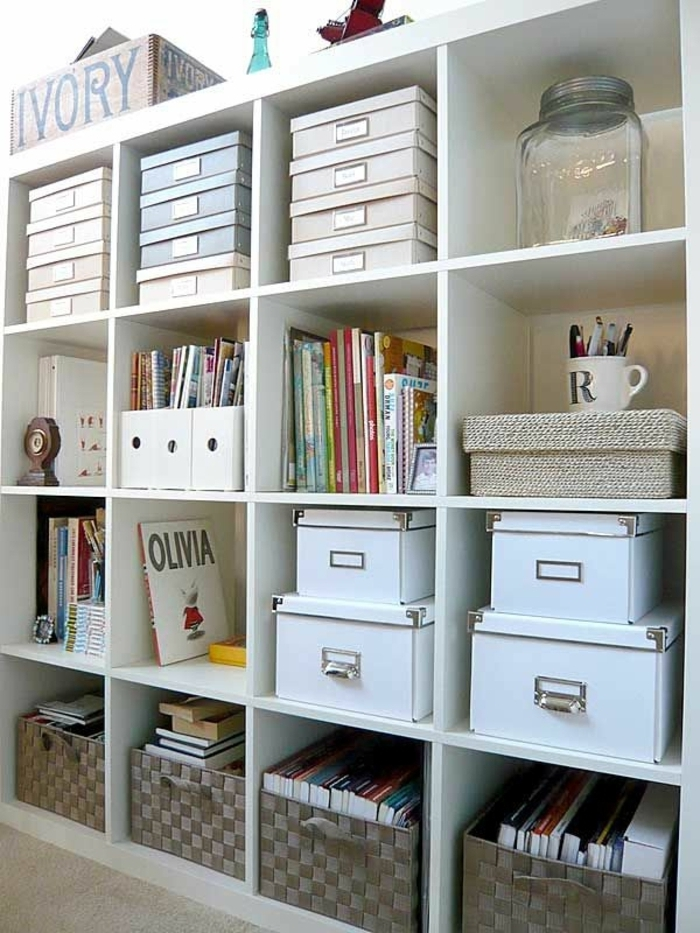 etagere-en-bois-blanc-cube-de-rangement-en-bois-blanc-livres
