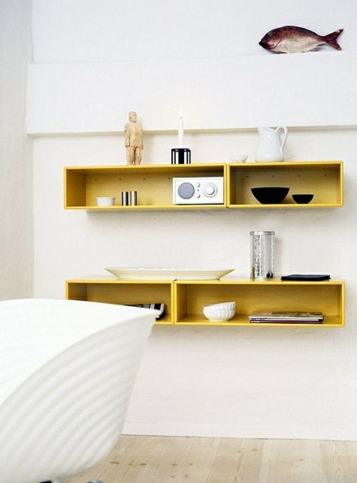 etagere-murale-jaune-cube-de-rangement-chambre-a-coucher-parquet