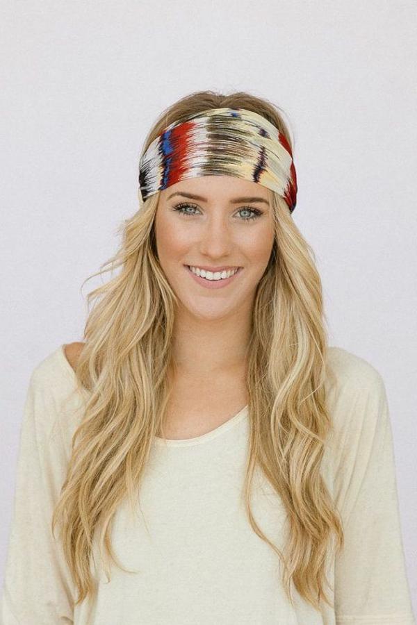 fille-blonde-bandana-coloré-cheveux-longs