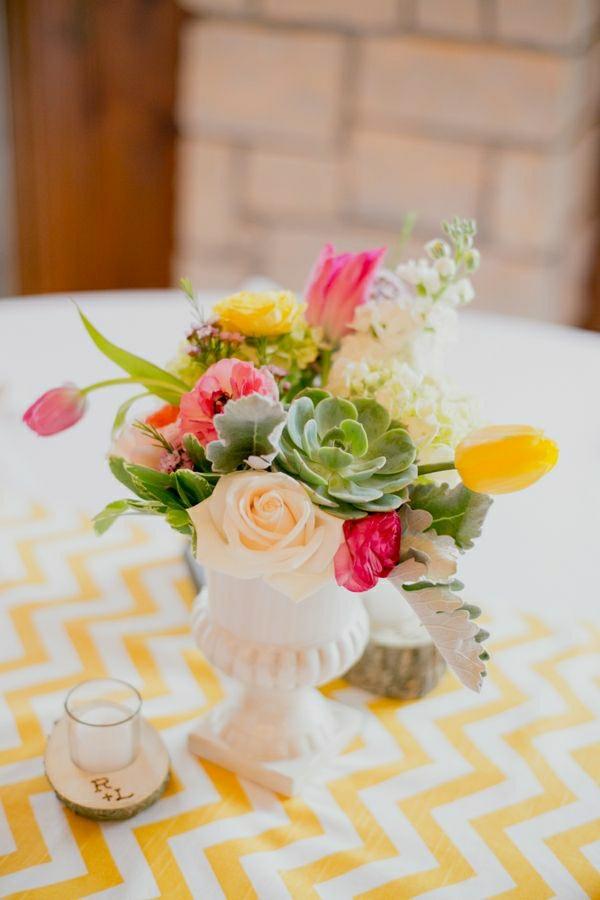 fleurs-de-table-nappe-jaune-blanche-décoration-de-table-cuisine