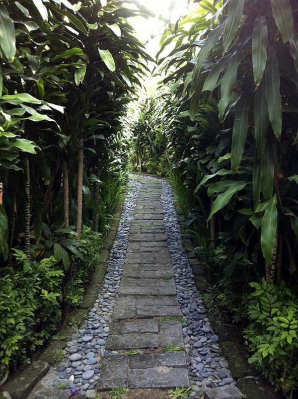 galets-décoratifs-gravier-pour-allée-jardin-plantes-vertes-extérieur