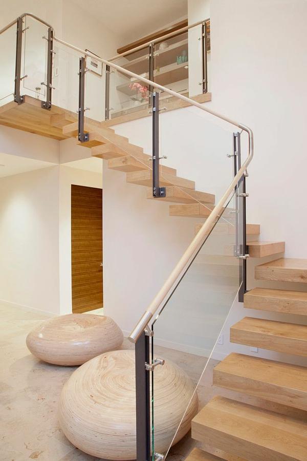 Designs d 39 escaliers avec garde corps en verre - Rambarde interieur maison ...