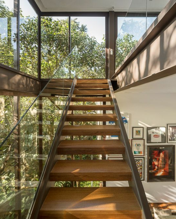garde-corps-en-verre-escalier-en-bois-et-métal