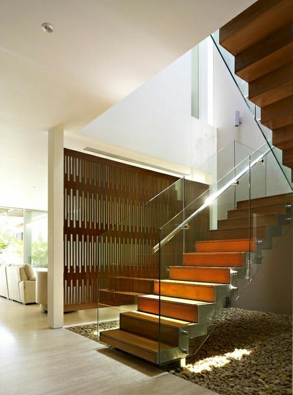 garde-corps-en-verre-escalier-en-métal-et-bois