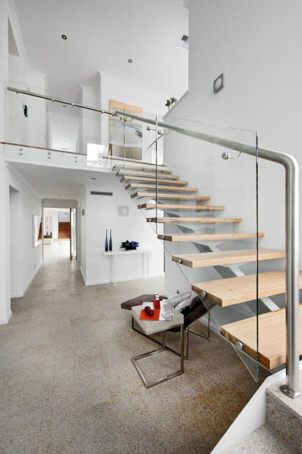 garde-corps-en-verre-escalier-ouvert-intérieur-blanc