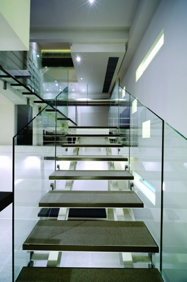 garde-corps-en-verre-intérieur-blanc-glamoureux