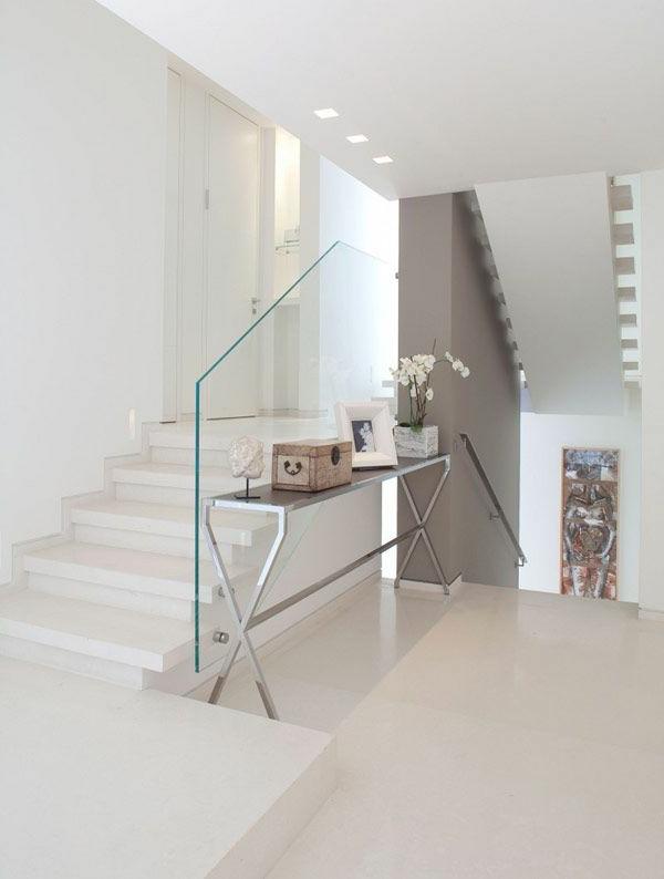 garde-corps-en-verre-intérieur-clair-minimaliste