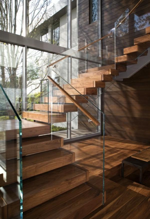 garde-corps-en-verre-joli-escalier-en-bois