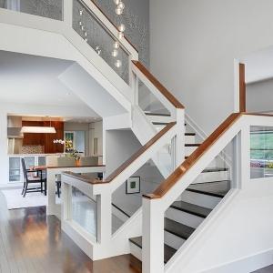 Designs d'escaliers avec garde-corps en verre