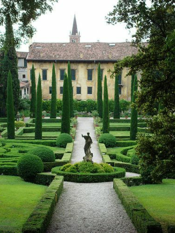 garden-gravier-galets-graviers-figure-vert-décorative