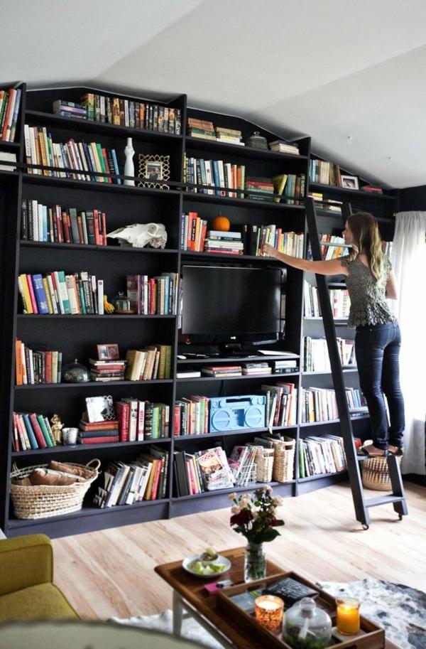 grand-placard-avec-livres-sous-pente