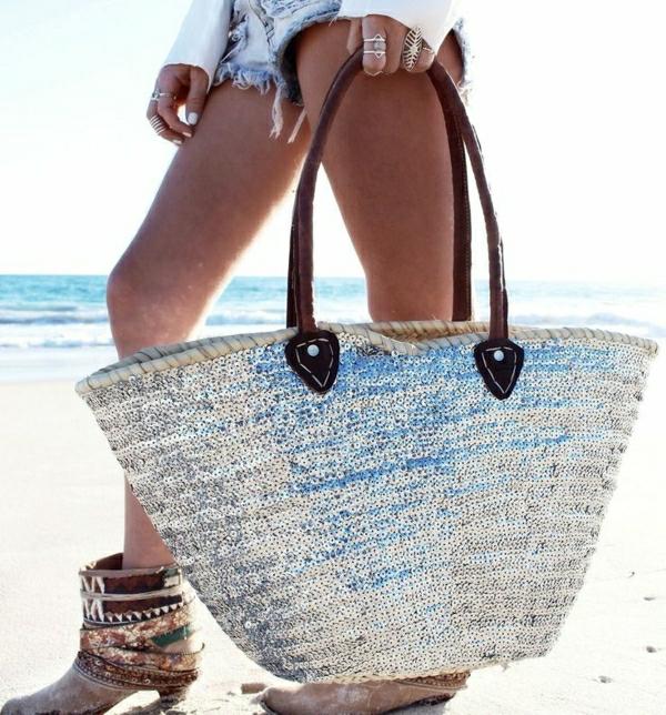 grand-sac-de-plage-moderne-en-paille