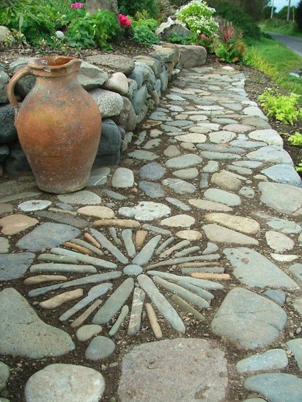 gravier-allée-décoratif-jardin-beau-fleurs