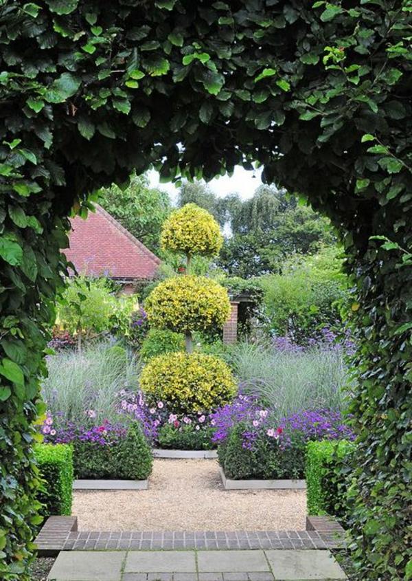 gravier-décoratif-jardin-cour-fleur-lierre