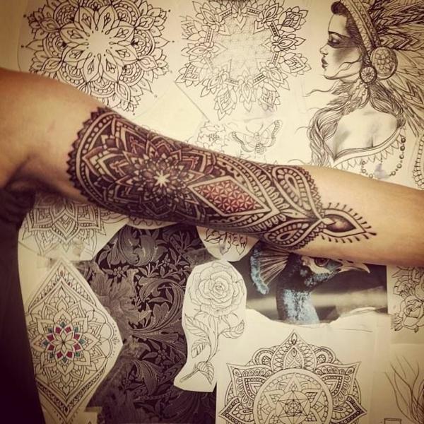 henné-cheveux-d-ailleurs-motifs-arabe