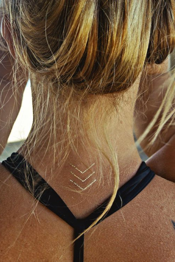 henné-cheveux-d-ailleurs-simple-tatouage-petit-en-or