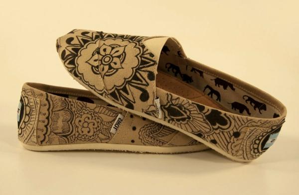 henné-vans-décoration-tatouage-chaussures-peindre-sur-soie
