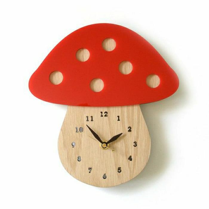 horloge-design-élégante-en-bois-en-forme-de-champignon
