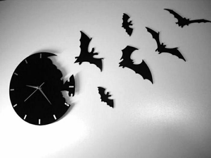 horloge-design-insolite-décorative-pendule-murale-noire-idée-créative-mur-blanc