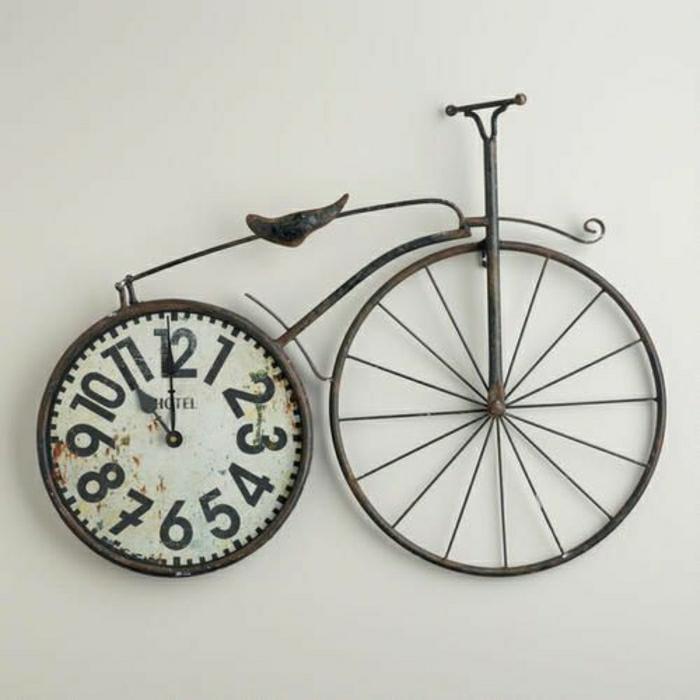 horloge-design-insolite-mur-blanc-idée-créative-moderne