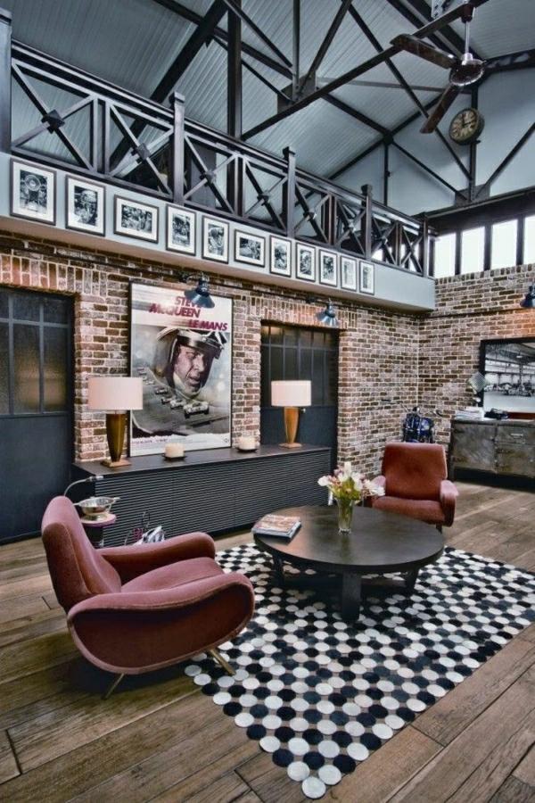 intérieur-industriel-tapis-aux-points-blanc-noir-fleurs-table-basse-industrielle