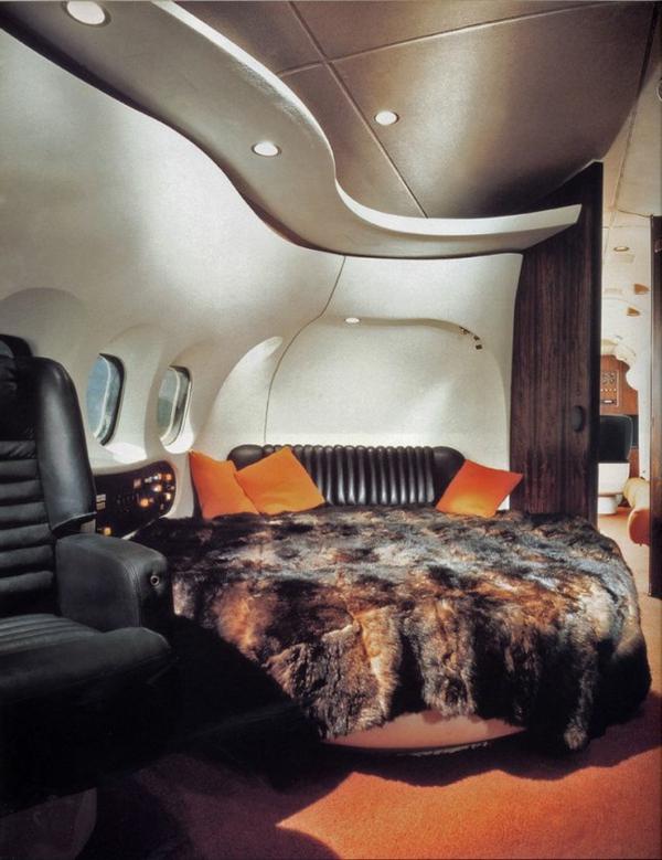 intérieur-jet-privé-avion-luxe-couverture-de-lit-en-cuir