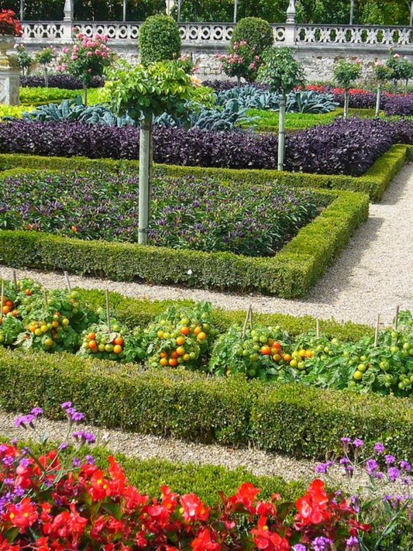 jardin-avec-gravier-décoratif-fleurs-légumes