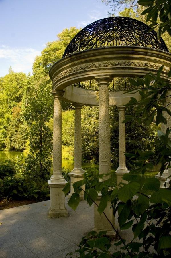 jardin-kiosque-en-pierre-blanc-jardin-arbres-plantes-vertes