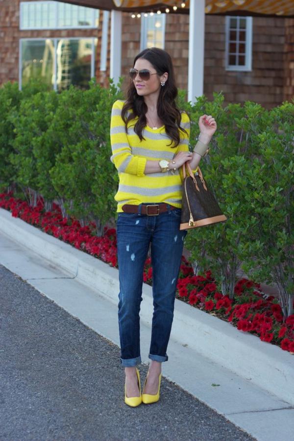 jean-boyfriend-femme-tenue-chaussures-à-talon-jaunes