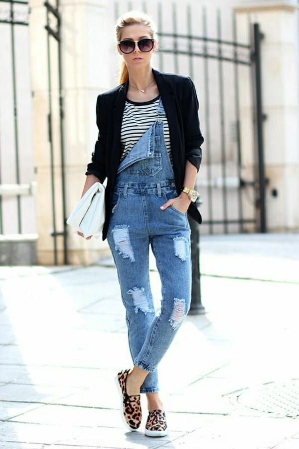 jean-déchiré-mocassins-femme-blonde-avec-lnettes-de-soleil-veste-noire-salopette