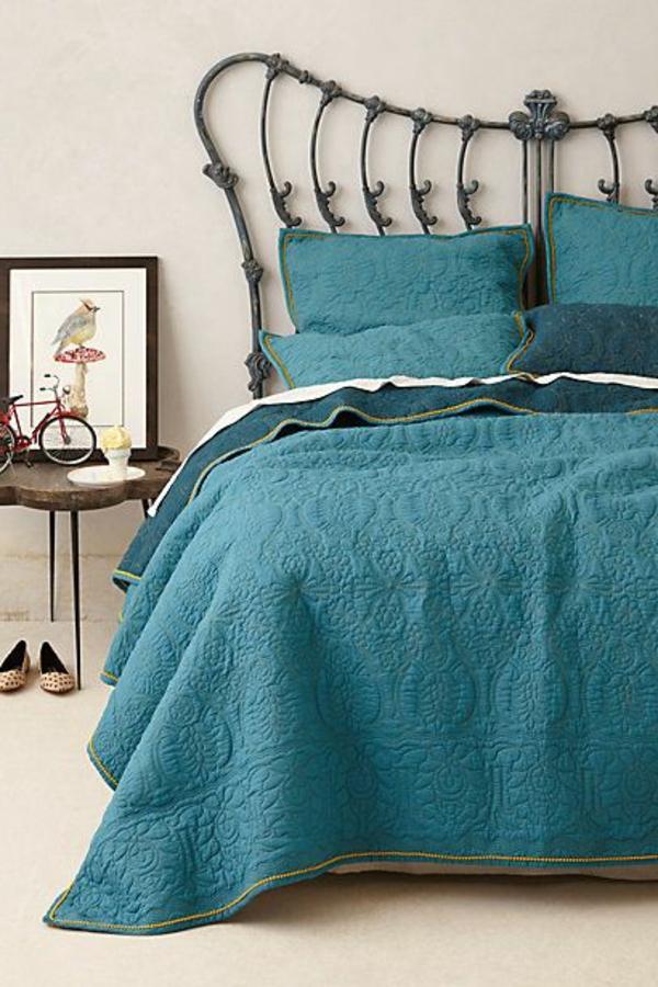 jeté-de-lit-boutis-couverture-nocturne-lit-de-fer