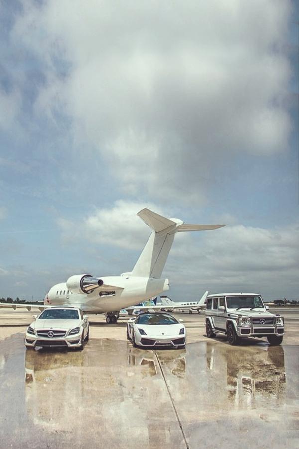 jet-privé-avec-voiture-de-luxe