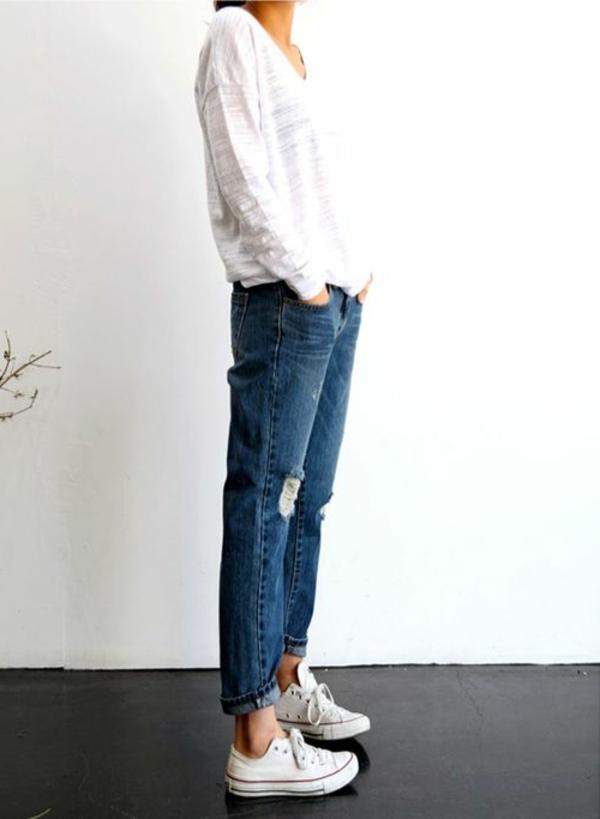 jolie-tenue-de-jour-conforte-jeans-converse-blanc-shirt