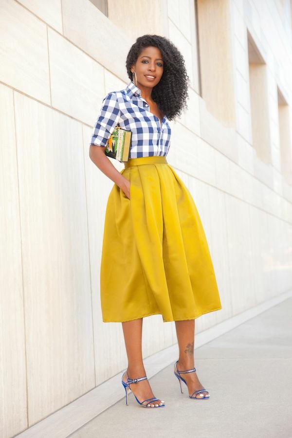 jupe-évasée-jupe-longue-jaune-chaussures-a-talons