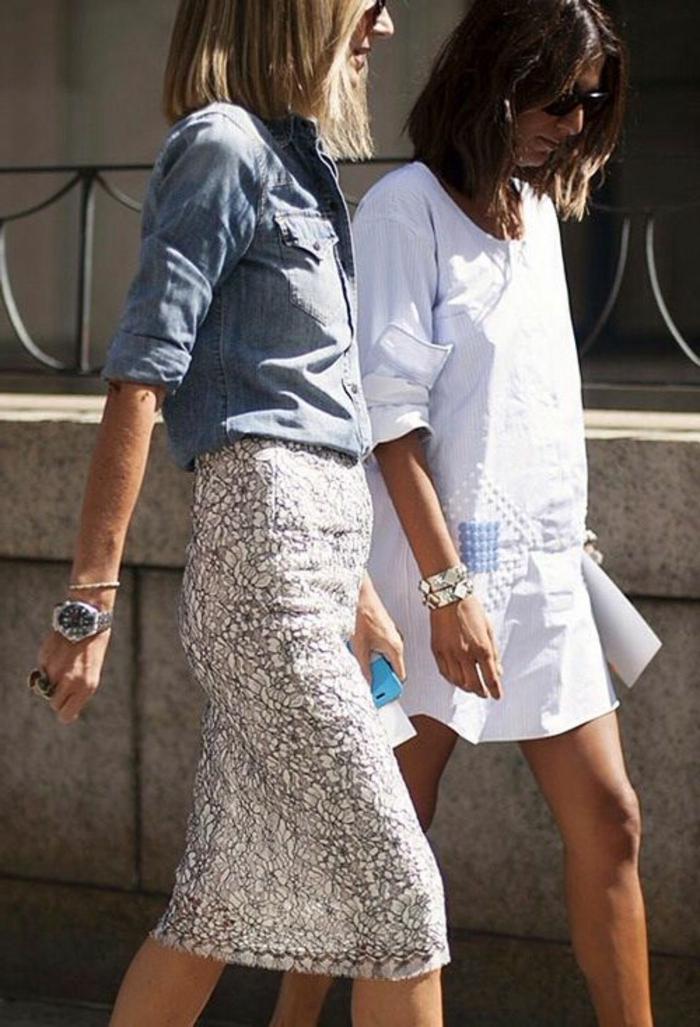 jupe-droite-scintillante-femme-mode-marcher-sur-la-rue-une-robe-blanche-mi-longue