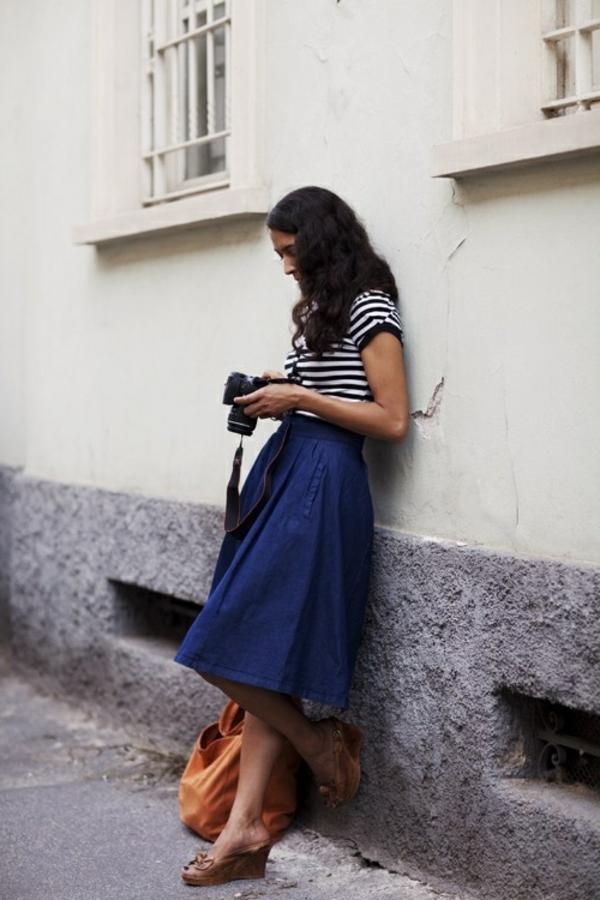 jupe-mi-longue-en-denim-femme-mode-sandales-sac-orange
