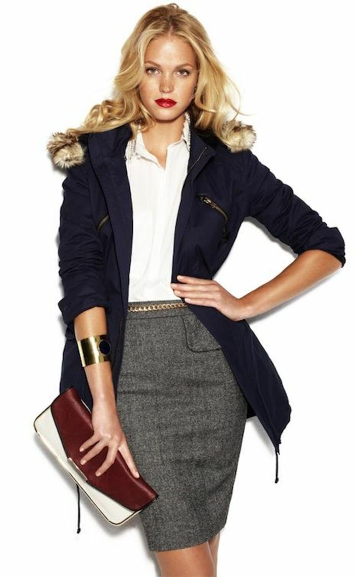 jupe-patineuse-gris-noir-veste-femme-moderne-cheveux-mi-longs-blonds-sac-a-main