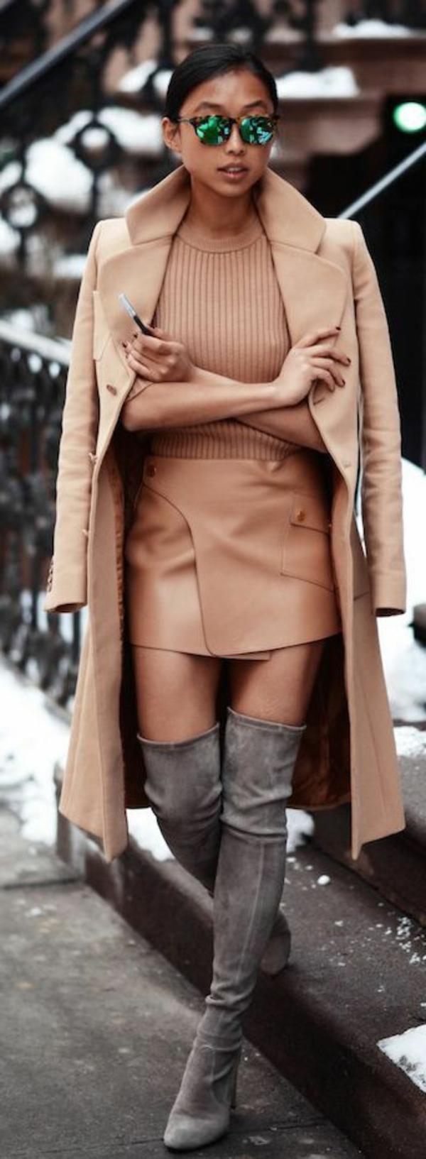 jupe-portefeuille-beige-tenue-extravagante-et-stylée