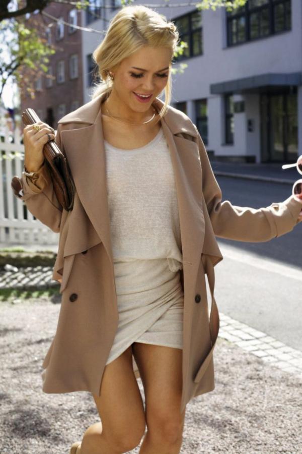 jupe-portefeuille-courte-un-manteau-beige